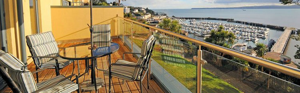 Masts A3 is a stylish reverse level apartment with stunning views over Torbay