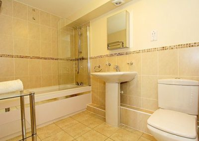 The bathroom @ 1 Harbour View, Newquay