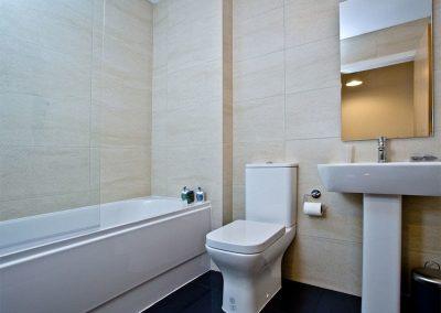 The bathroom at 10 Seaquest, Newquay
