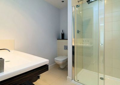 The en-suite to bedroom #1 @ 11 Cribbar, Newquay