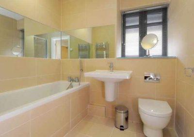 The bathroom @ 11 Ocean Point, Saunton