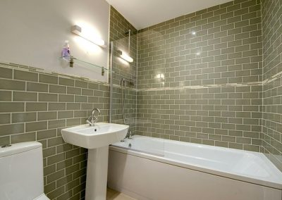 The bathroom at 12 Atlantic Close, Widemouth Bay