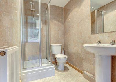 En-suite to bedroom 1 @ 13 Red Rock, Dawlish
