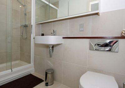 En-suite to bedroom #1 @ 18 Zenith, Newquay