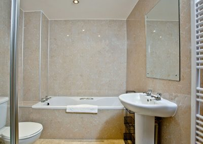 The bathroom at 2 Red Rock, Dawlish Warren