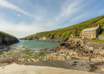 2 The Fish Cellars is footsteps from the water & picturesque cove at Port Quin