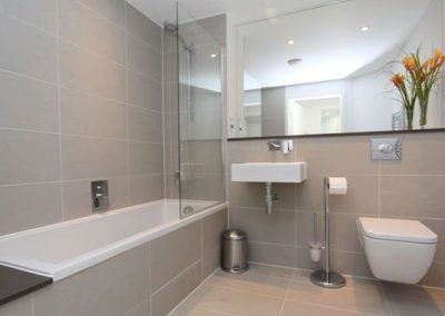 The main bathroom @ 23 Ocean Gate, Newquay