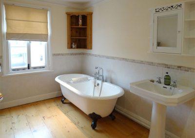 The bathroom at 24 Victoria Road, Topsham