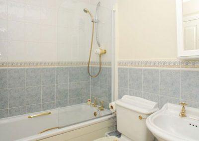 The bathroom @ 28 Moorings Reach