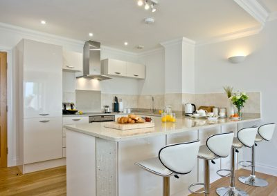 The kitchen & breakfast bar at 3 Goodrington Lodge, Paignton