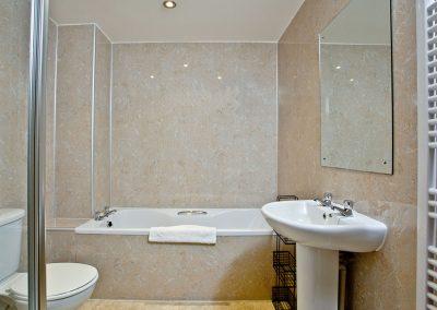 The bathroom at 3 Red Rock, Dawlish Warren