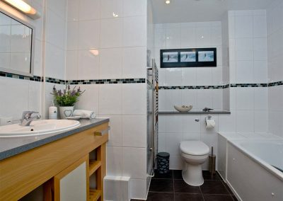 The bathroom at 31 Bredon Court, Newquay