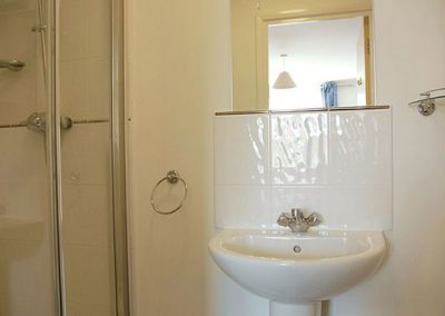 En-suite to bedroom 1 @ 4 Belvedere Court, Paignton