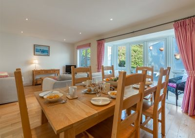 The dining area at 4 Pentire Rocks, New Polzeath