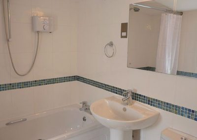 The bathroom @ 5 Torwood Gables, Torquay