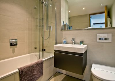 The main bathroom @ 73 Brewhouse, Royal William Yard, Plymouth