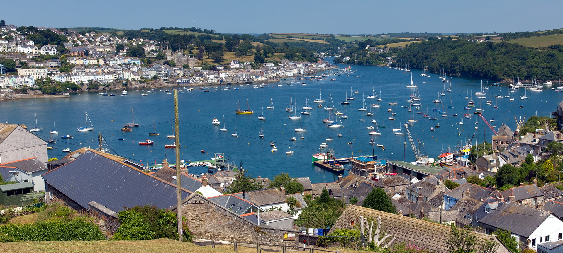 The ancient coastal town of Fowey has a natural harbour on the River Fowey which can be crossed using the Bodinnick car ferry or the smaller Polruan foot ferry. Boats of all shapes and sizes clutter the harbour including fishing boats, motor boats, yachts, kayaks and tour boats.