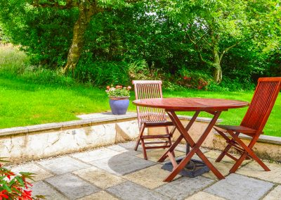The outdoor patio at Barley Cottage, Hartland