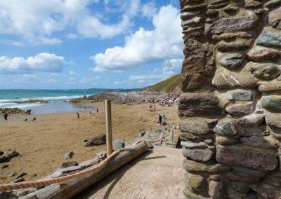 Beachcomber's Cottage, Treninnow Cliff overlooks the Tregonhawke beach