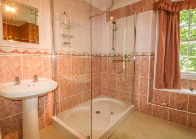The bathroom at Benbole Farmhouse, St Kew