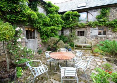 The patio at Bentwitchen Barn Cottage, North Heasley