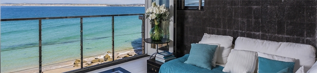 Black Moon, St Ives - A decadently designed apartment with panoramic views across Bamaluz Beach