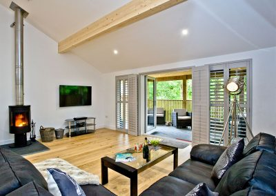 The living area at Cedar Lodge, South View Lodges, Shillingford St George