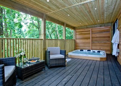 The private balcony & hot tub at Cedar Lodge, South View Lodges, Shillingford St George