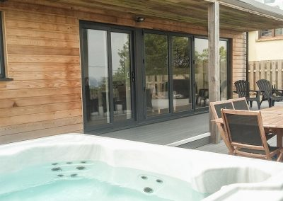 The outdoor terrace & jacuzzi at Chy Lowen, Ayr