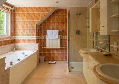 Bedroom #4 en-suite at Cliff Lodge, Maidencombe
