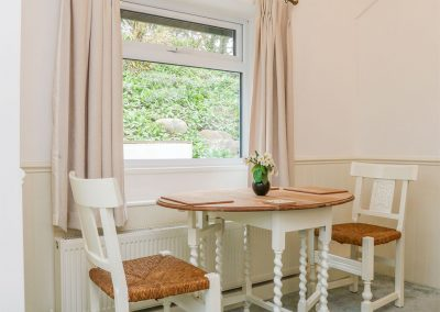 The dining area at Daisy Chain Cottage, Hersham