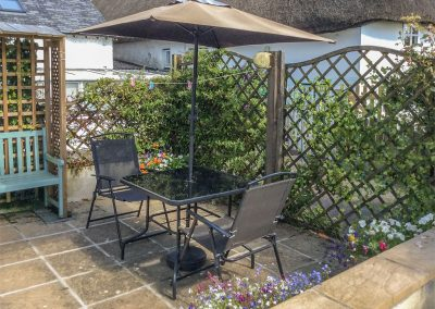 The outdoor patio at Daisy Chain Cottage, Hersham