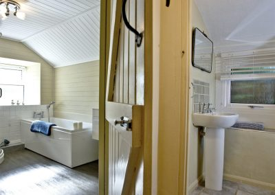 The bathroom at Evies Cottage, Higher Brixham