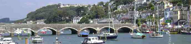 Many visitors to Cornwall avoid visiting the town of Looe as it is busy & difficult to park – but with a little local knowledge you can have a great day.
