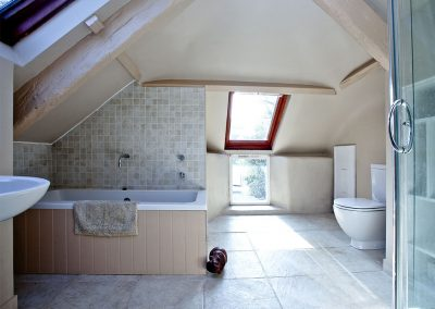 The bathroom at Gara Mill Cottage, Slapton