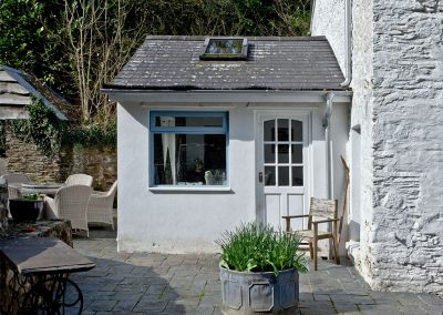 The outdoor patio at Gara Mill Cottage, Slapton