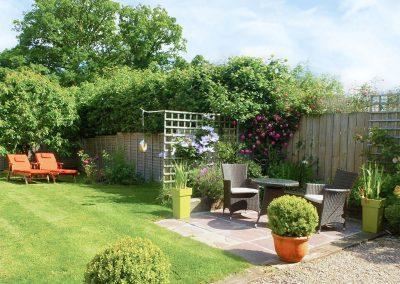 The garden & patio at Granny McPhee's Cottage, Chilla