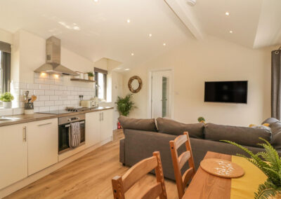The kitchen & dining area at Harbour View Retreat, Brixham
