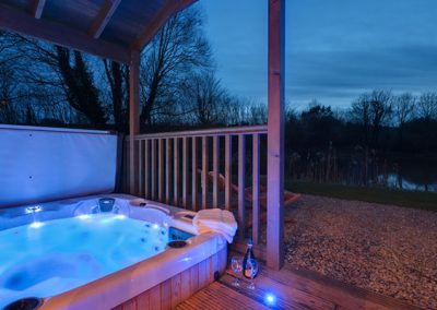 Relax in the hot tub @ Heron Lodge, Exeter