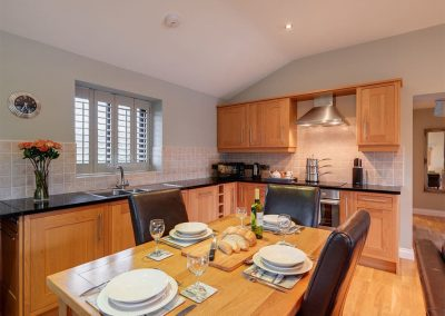 The open-plan kitchen & dining area at Heron Lodge, South View Lodges, Shillingford St George