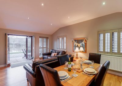 The open-plan dining & living area at Heron Lodge, South View Lodges, Shillingford St George