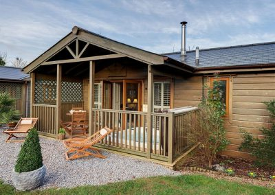 The decked patio, hot tub & outdoor area at Heron Lodge, South View Lodges, Shillingford St George