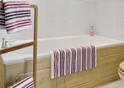 Bedroom #2 en-suite at Kettle's On, Higher Churchtown Farm, Tresmeer