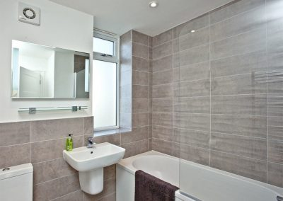 The bathroom at Kingsley House, Newquay