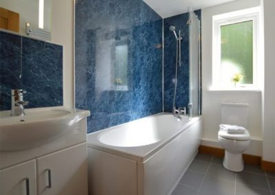 The bathroom at Lowenna, Coverack