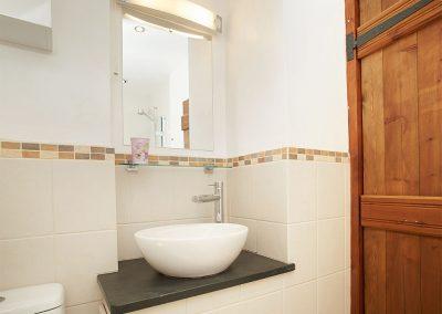 Bedroom #1 en-suite at Harvest Moon, Lower Curscombe Barn, Feniton