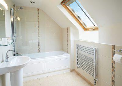 The bathroom at Hunters Moon, Lower Curscombe Barn, Feniton