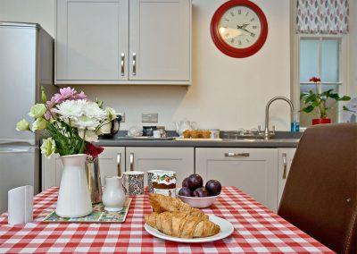The open-plan kitchen & dining area at Magnolia Cottage, Cockington Cottages, Cockington