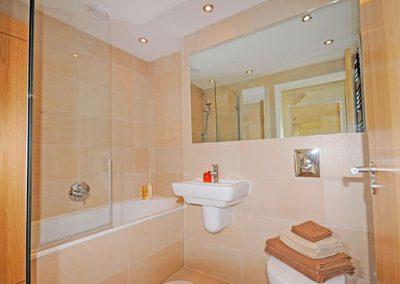 The bathroom @ Masts C2, Torquay
