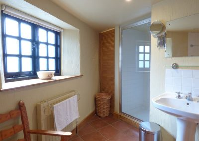 The bathroom at Meadow Cottage, Torfrey